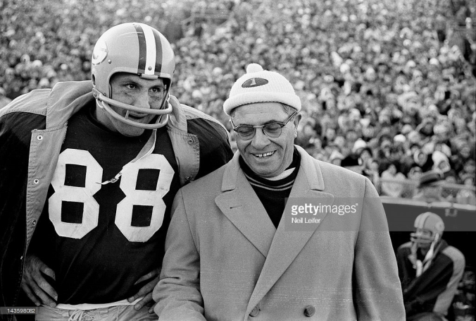 Ron Kramer and Vince Lombardi in 1961 NFL title game.